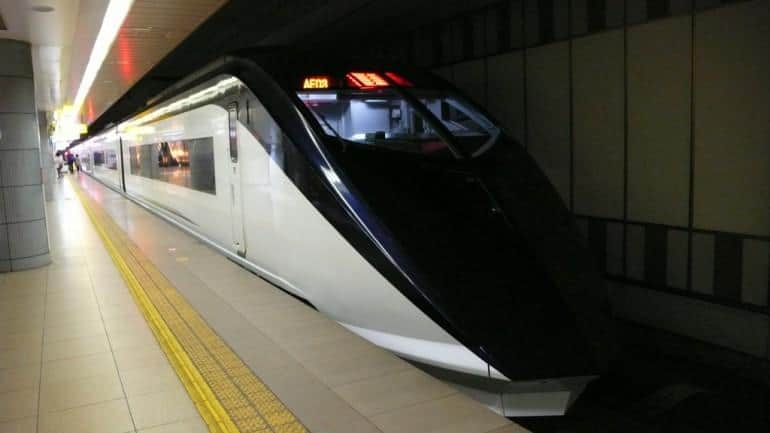 Get from narita to Tokyo on the Keisei Skyliner. Pic by Yuichi Shiraishi used under a Creative Commons license.