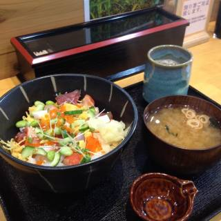 Ginhachidon - Seafood Donburi for the Masses