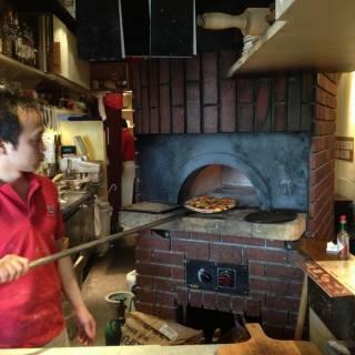 Cona (Voco) Pizza - Cheap Neapolitan Style Pizza and Wine in Ebisu