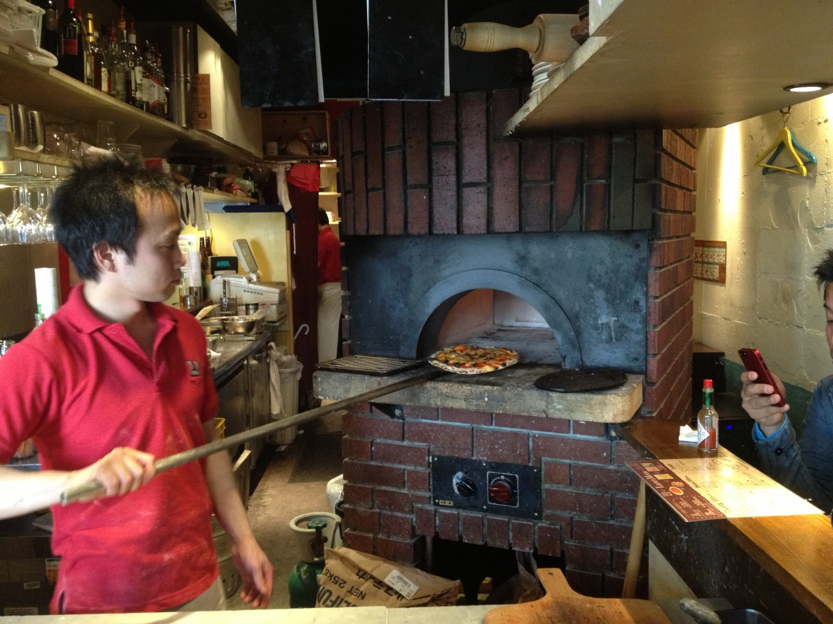 Cona (Voco) Pizza - Cheap Neapolitan Style Pizza and Wine in Ebisu