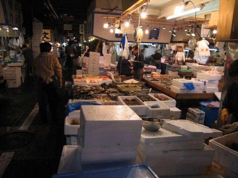 800px-Tsukiji_Fish_market