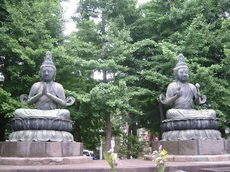 Statues at Sensoji things to do in asakusa