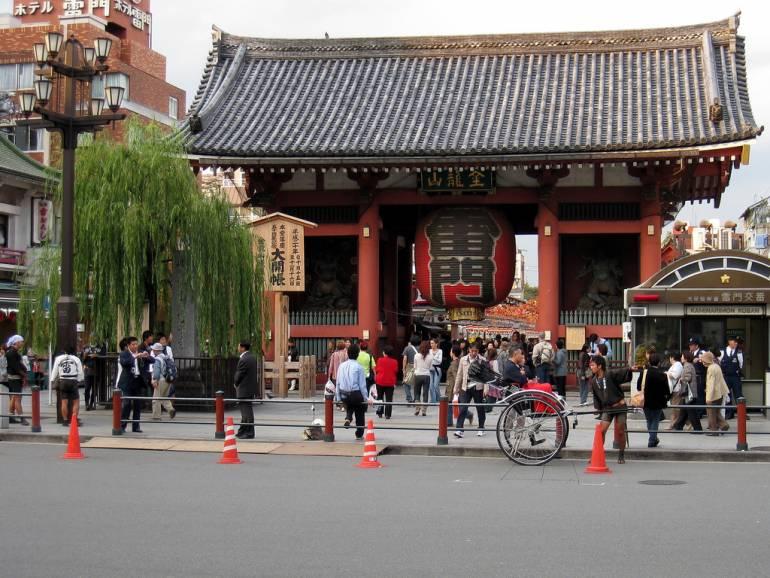 Kaminarimon Gate things to do in asakusa