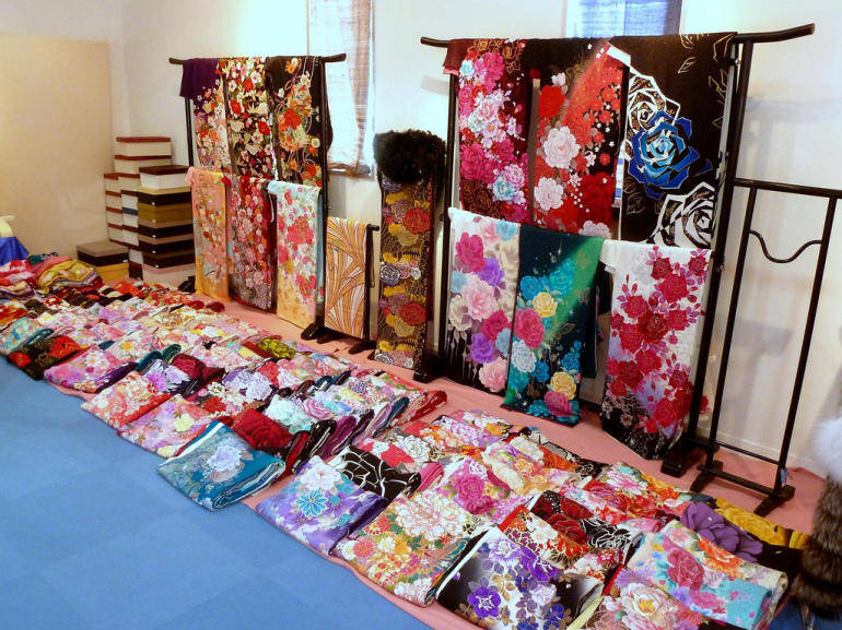 Buying Kimonos in Tokyo - Inside a kimono shop. Image by Okinawa Soba, used under a Creative Commons licence.