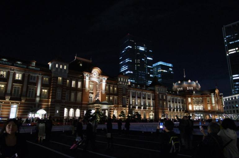Tokyo Station at night. Pic by Ryosuke Yagi, used under a Creative Commons licence.