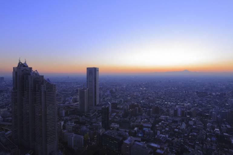 Shunjuku sunset pic via Shutterstock.