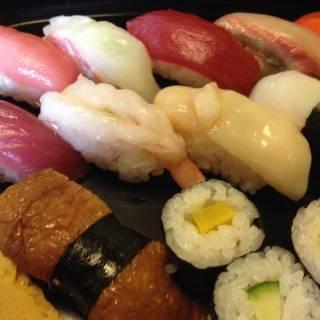 Sushi Katsura - Cheap Sushi Lunch at an Authentic Tsukiji Sushi Bar