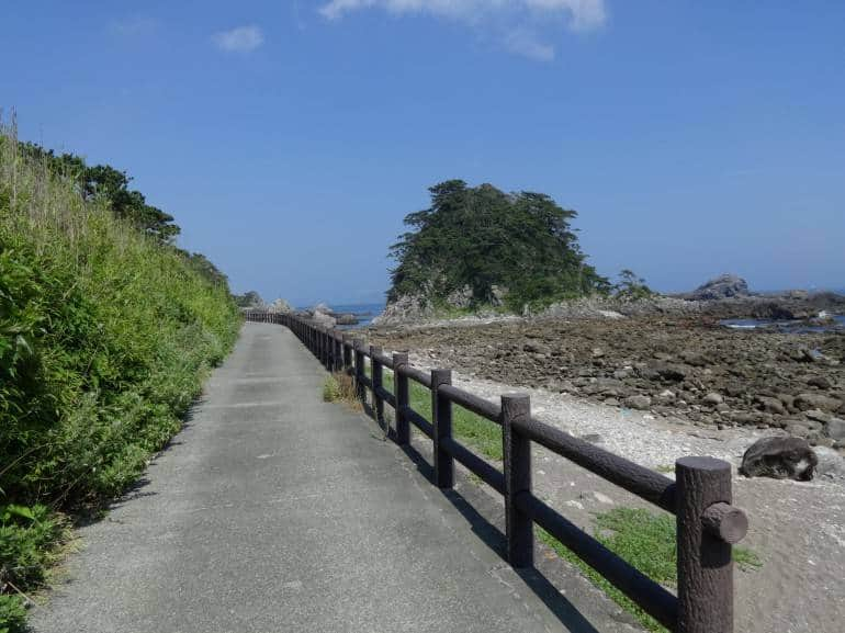 Promenade at Kamanoshita.