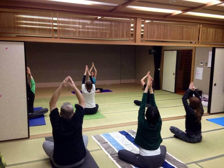 tokyo yoga class in tatami room