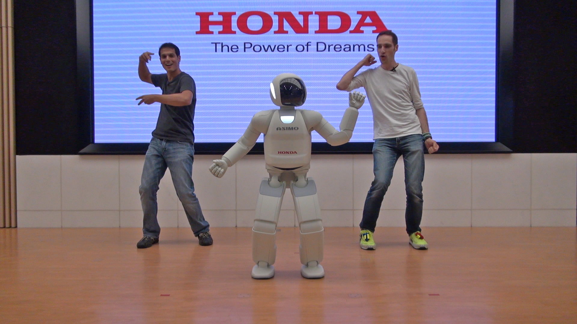 Meet Asimo at Tokyo's REAL Robot Show - for Free