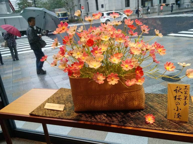 Flowers made from sugar and mochi rice