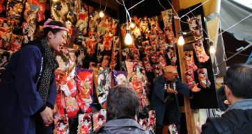 Asakusa's Sensoji temple Hagoita-Ichi Fair