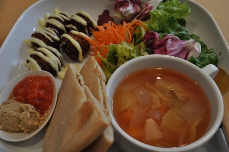 falafel plate at Sun's Market