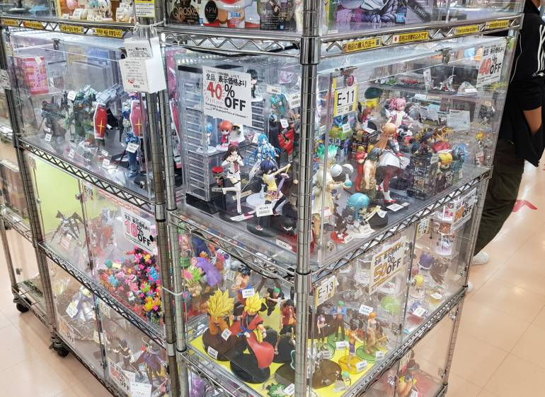 Astop figure cabinet