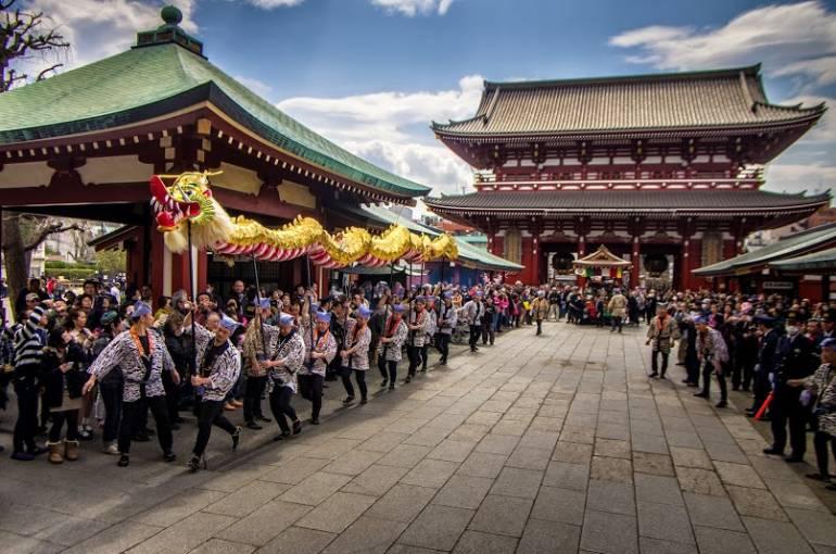 Asakusa Golden Dragon Dance 8