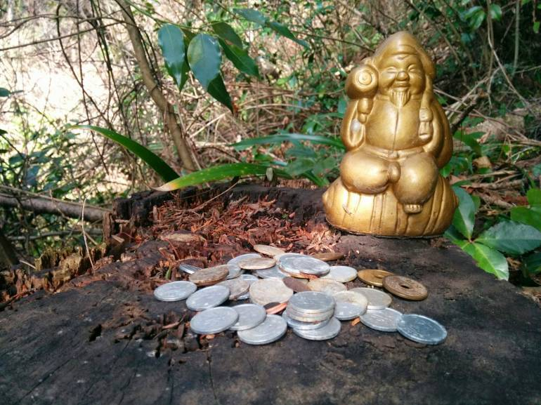 You may be tempted, but don't steal buddah's dosh