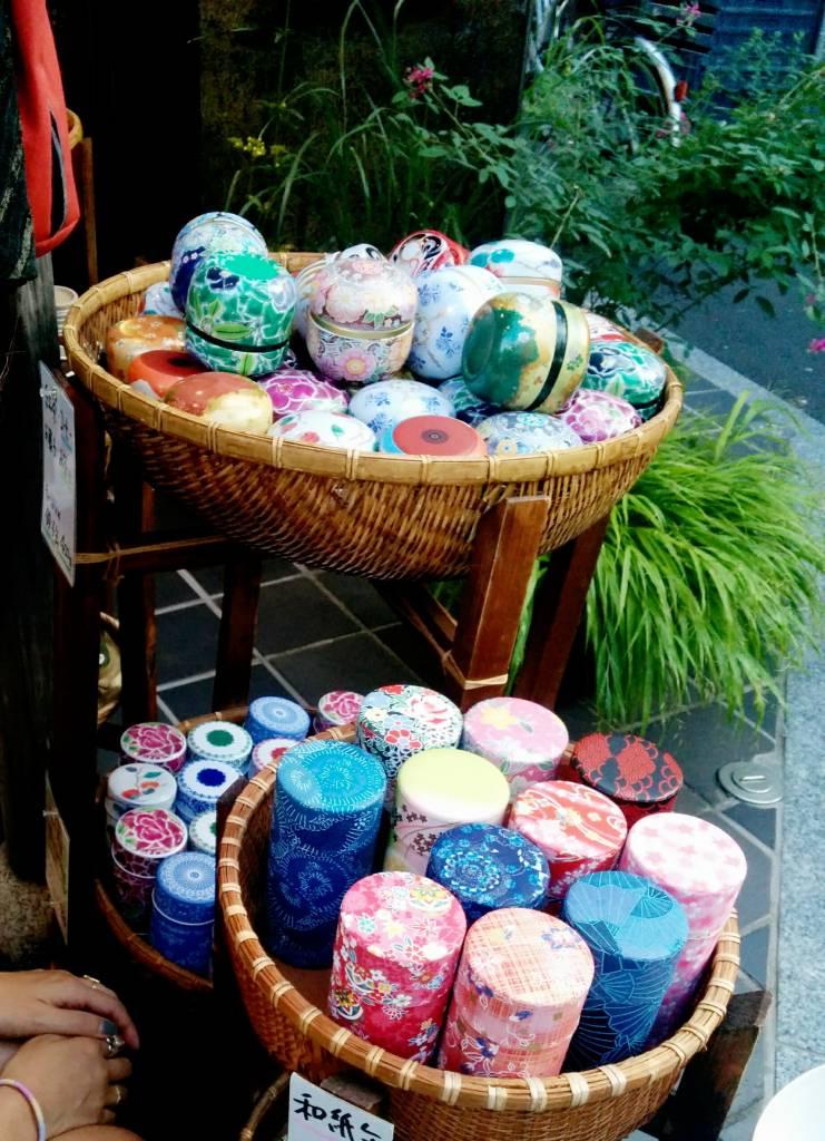 tea-containers-yanaka-ginza