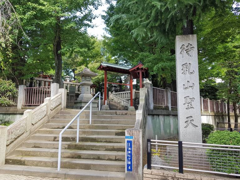 Steps leading to Matsuchiyama Shoden