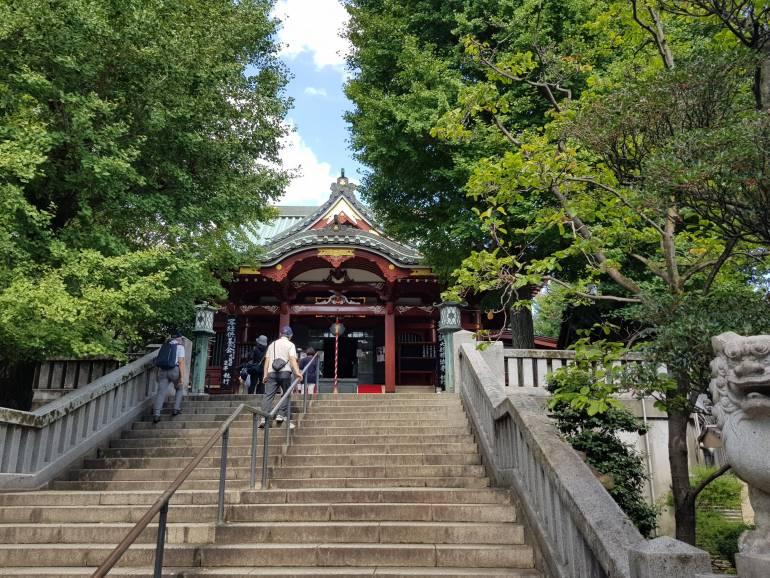 Matsuchiyama Shoden Asakusa steps to main hall