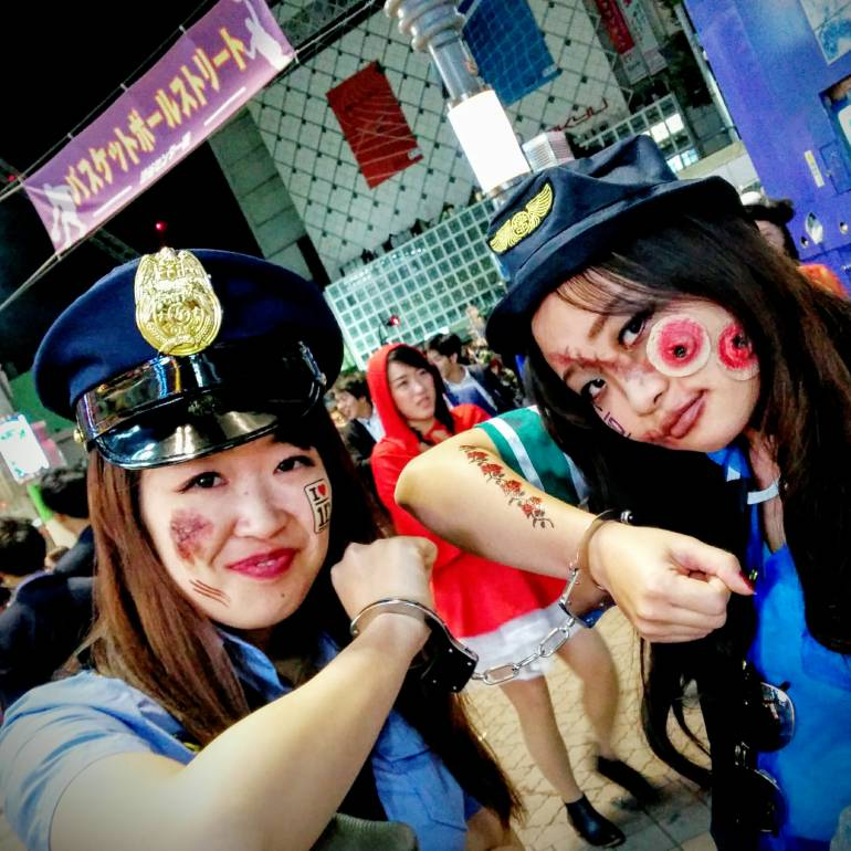 sexy police girls shibuya halloween