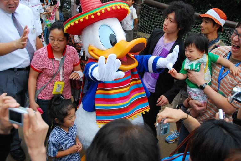 tokyo disney donald duck