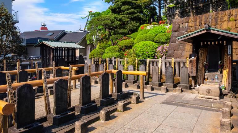 Graves of 47 Ronin at Sengakuji Temple