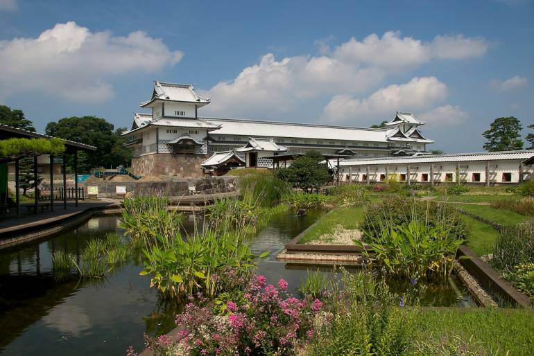 Seishun 18 to Kanazawa Castle