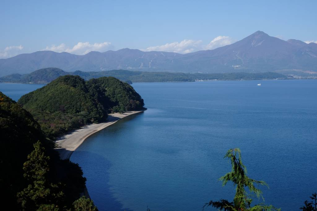 Seishun 18 ticket gives access to Lake Inawashiro
