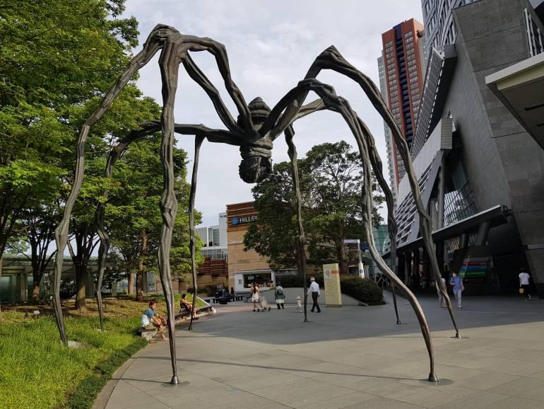 maman spider sculpture roppongi