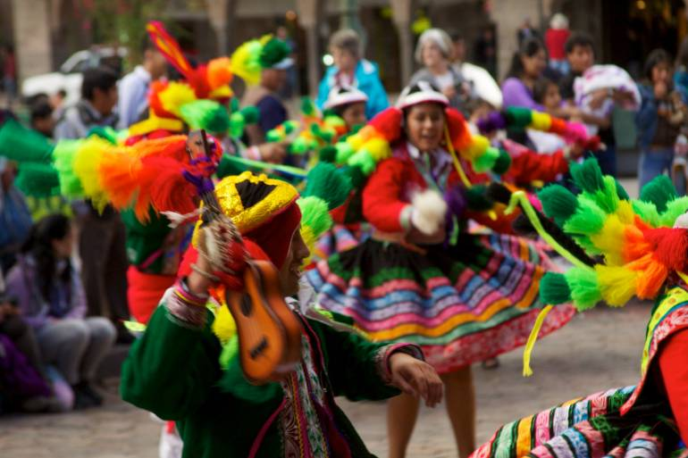 Peru_-_Cusco_084_-_traditional_Andean_dance_fiesta_(6997039776)