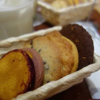 Aunt Stella's: All-You-Can-Eat Cookies in Tokyo