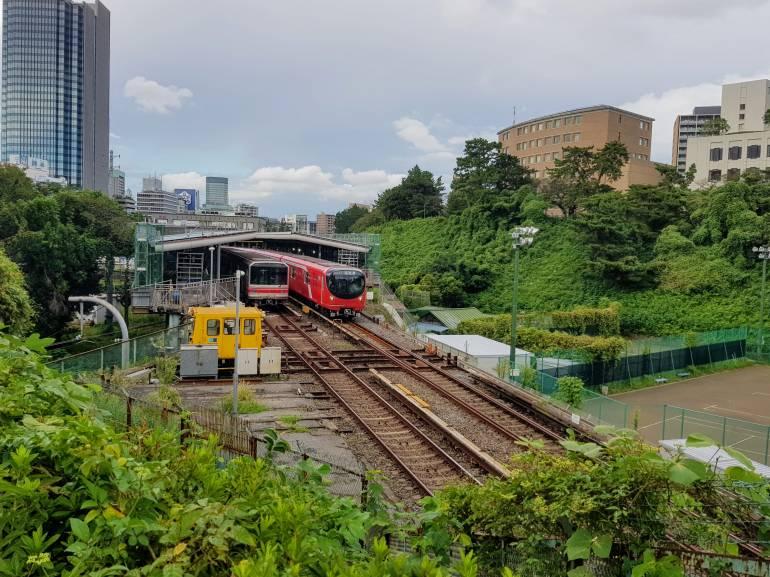 Tokyo Metro Marunouchi Line trains at Yotsuya Station.