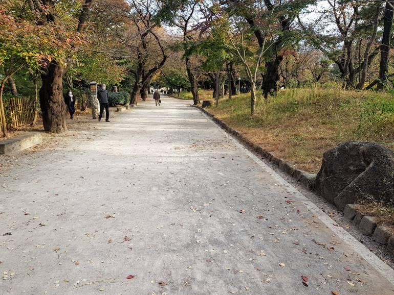 Asukayama Park path