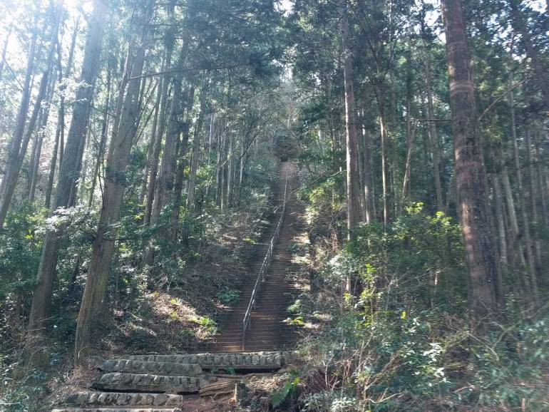 steep steps to nokgiri