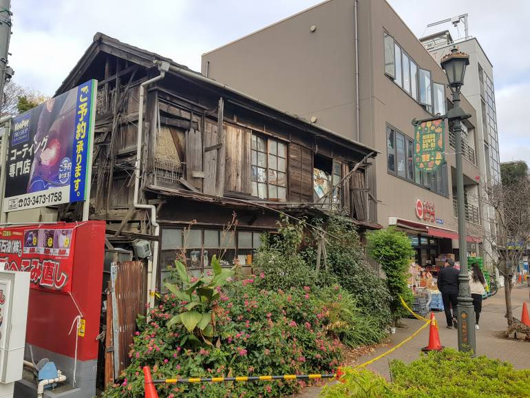 Collapsing house in Hiroo