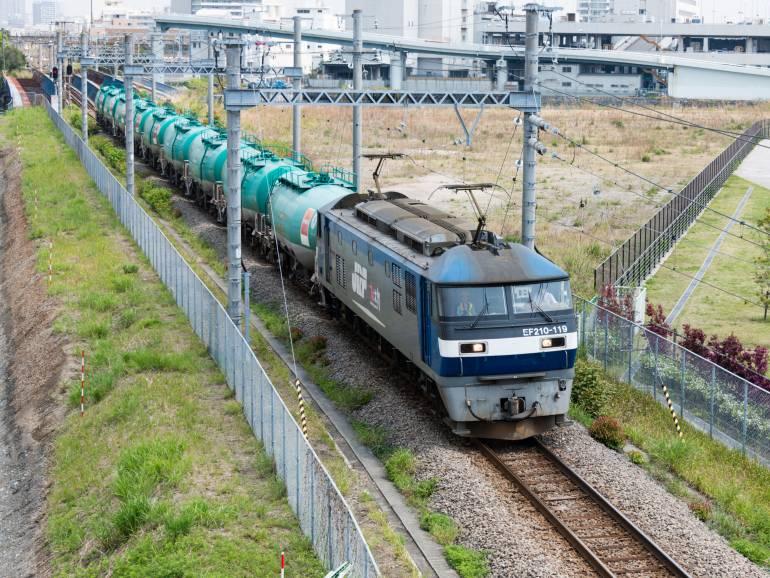 Freight train hauling oil in Yokohama