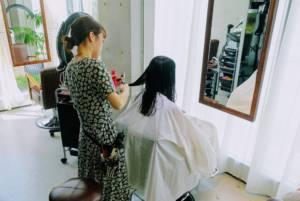 Ai Cutting Hair
