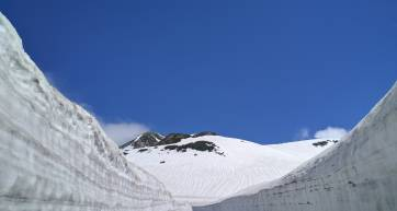 tateyama snow wall japan winter activities