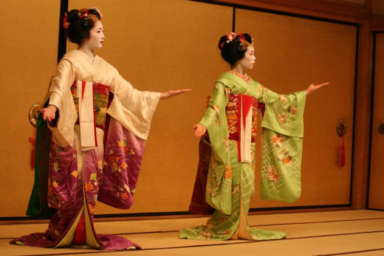 Geisha Perform