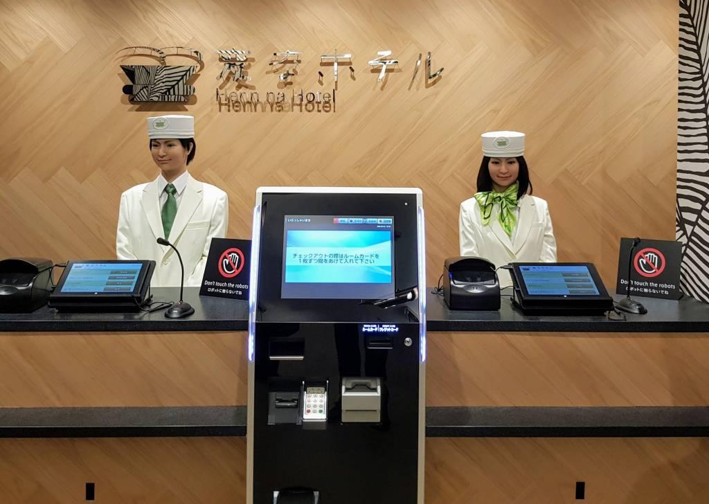 Henna Hotel reception robots