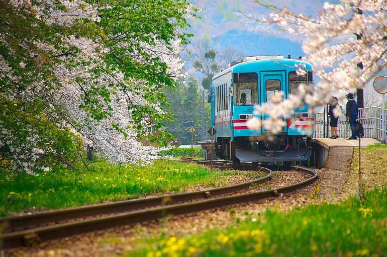 A local single carriage train in Gifu prefecture
