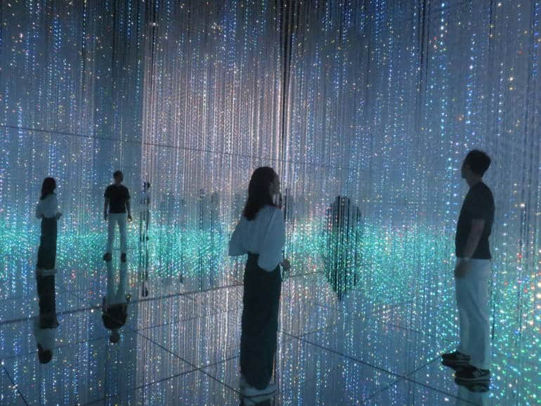 mori building digital art museum - teamLab Crystal World