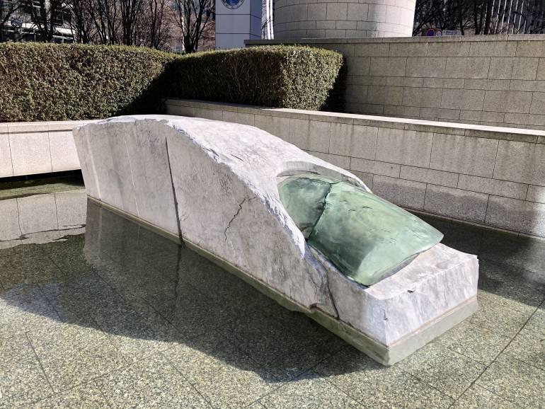 Unghia e Marmo statue in Shinjuku