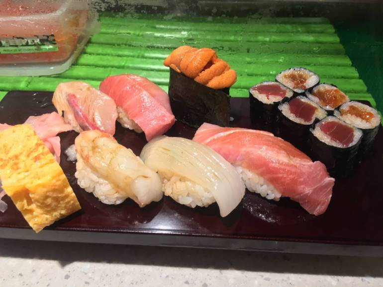 sushi at toyosu market
