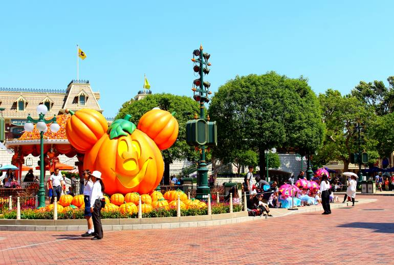 disneyland entrance halloween