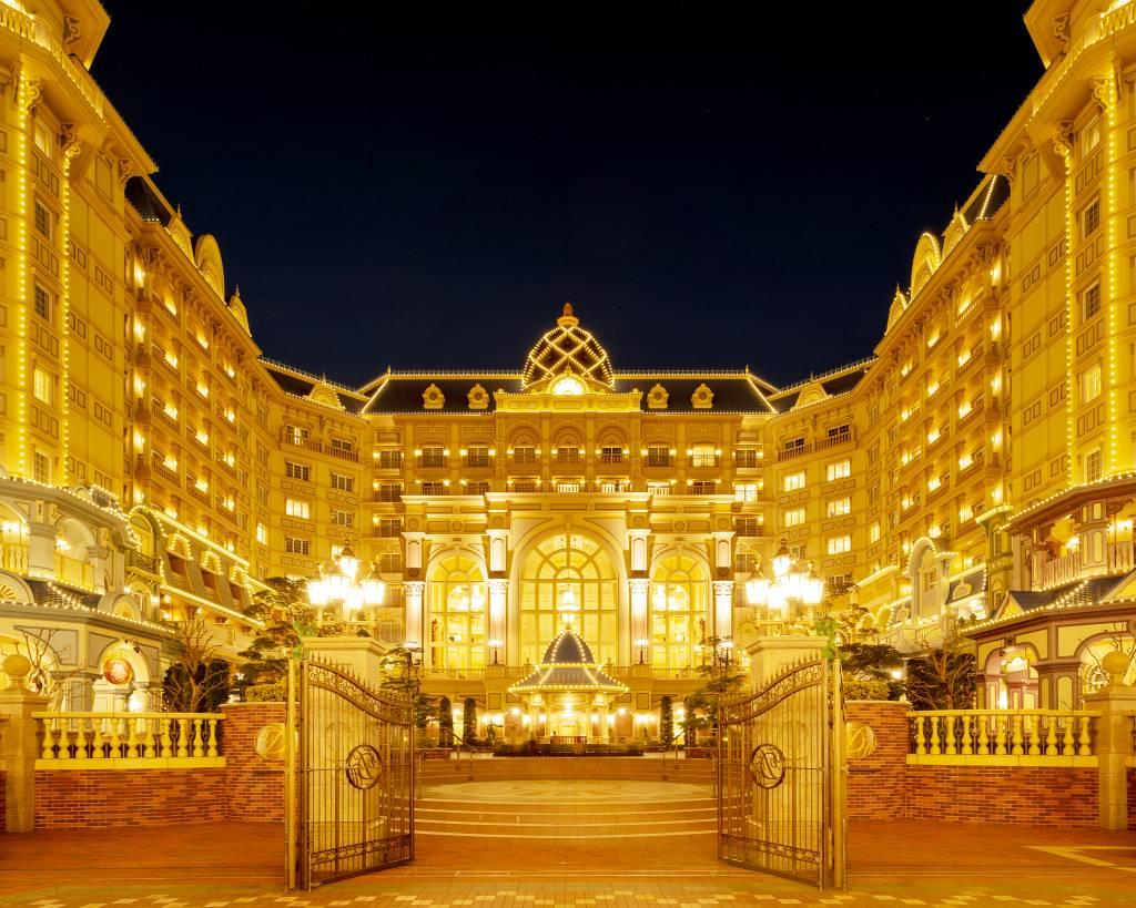 tokyo disneyland hotel entrance