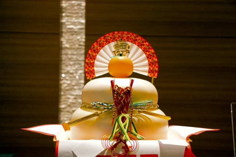 kagamimochi,  a traditional Japanese rice cake for the new year