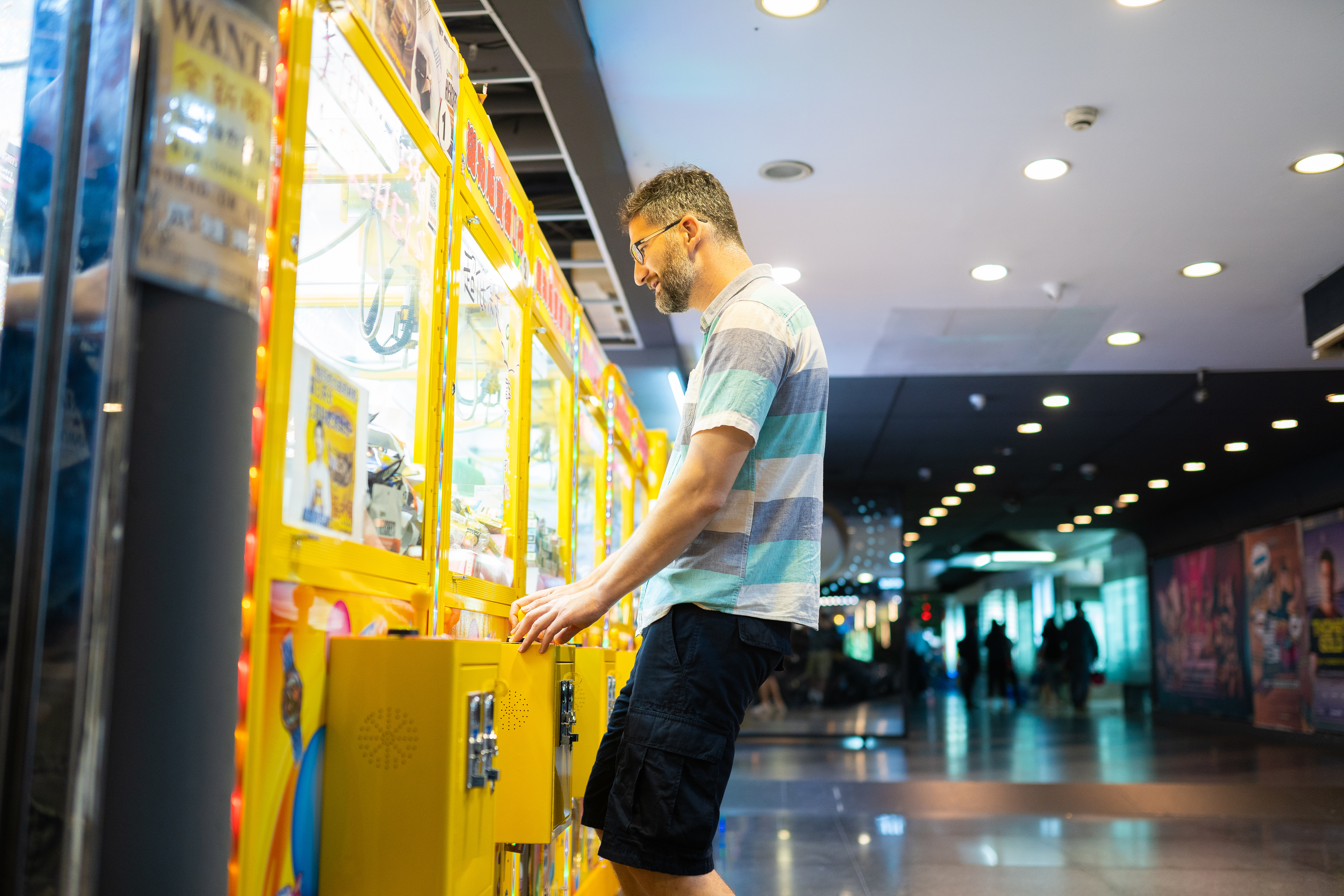 crane game arcade claw prize