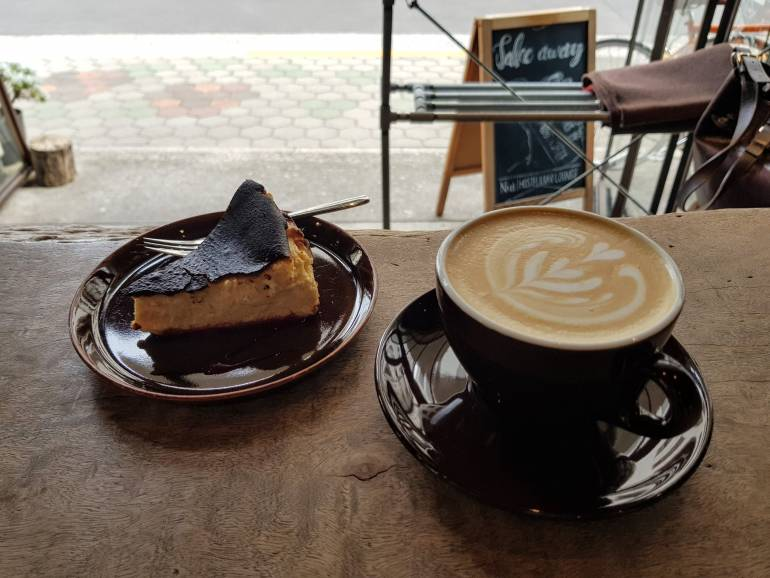 Cake and caffe latte at Nui Hostel