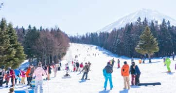skiers on Fujiyama
